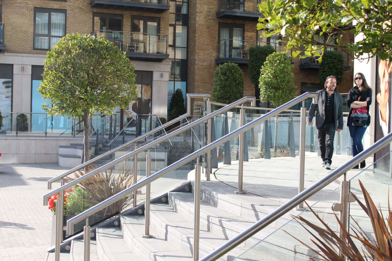 Kew Bridge commercial glass supplier London