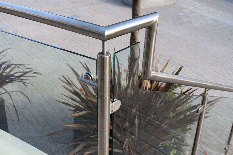 Kew Bridge glass supplier